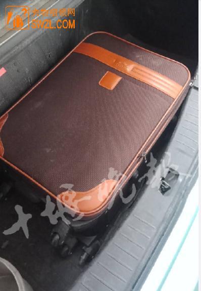 失物招领:棕色行李箱失物招领